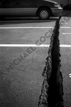 mhc-ghe 195 b3-29   Huge fissures opened up in the ground during the magnitude 7.3 tremor.   Keywords: Fissure, earthquake, kobe, japan