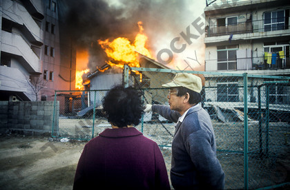 mhc-ghe 195 s3-19   People watched the fires, powerless to intervene   Keywords: destruction, kobe, earthquake, japan, fire