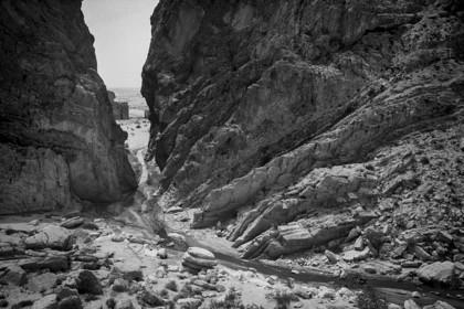 mhc-tun 401 s003   Gorge, Southern Tunisia   Keywords: Tunisia, Sahara, gorge, water, rocks, stream, river, cliffs, geology, desert, remote