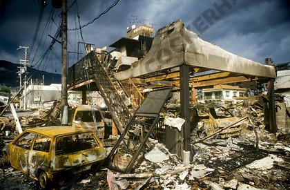 mhc-ghe 195 s5-4   Burned out buildings and cars in Higashinada a week after the quake struck   Keywords: earthquake, kobe, japan, fire, destruction, devastation, higashinada